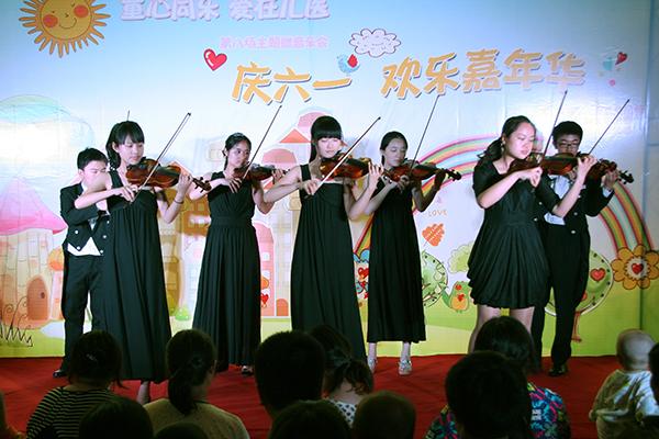 弦乐四重奏《蓝色多瑙河》,古筝独奏《茉莉芬芳》以及儿歌联唱,舞蹈